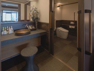 車椅子利用者が利用しやすい洗面台の設置